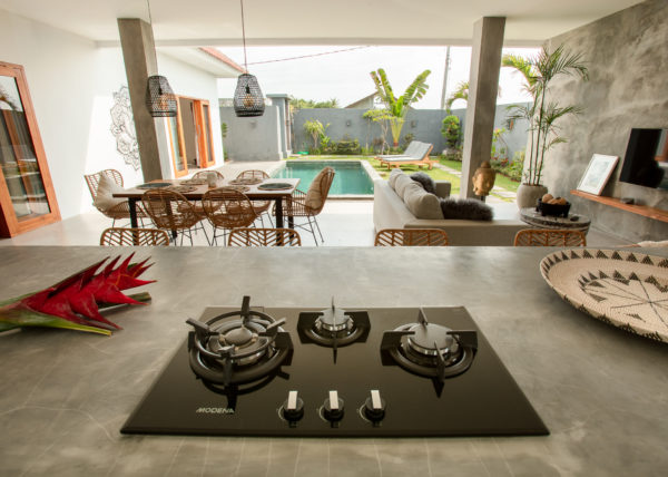 Villa ABSOLUTE – View of the kitchen cooking plate